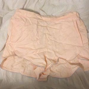 lululemon shorts w/ pockets